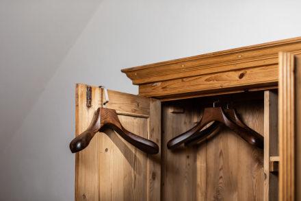 Luxusní dřevěná ramínka
