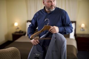 Dřevěné ramínko na oblek