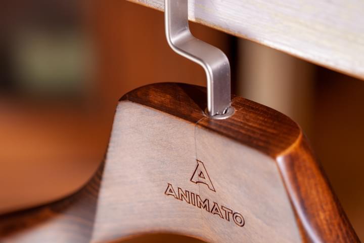 Gravírované ramínko na sako